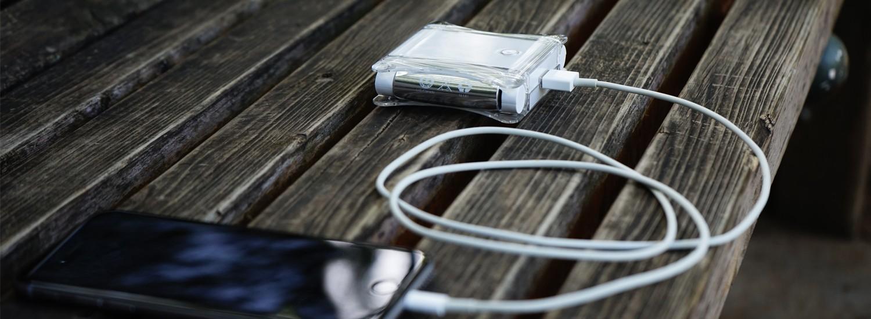 1台3役のスタイリッシュな複合型モバイルバッテリー